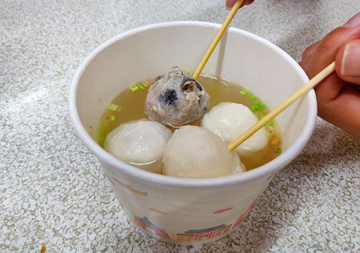 九份のグルメ 魚のつみれスープ
