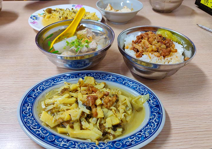 台北グルメ 金峰魯肉飯のルーローハン