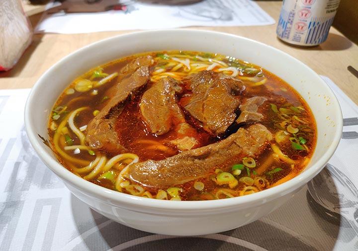 台北グルメ 牛公館牛肉麵の牛肉麺