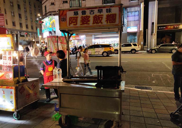 台北 寧夏夜市 台湾おにぎりの屋台