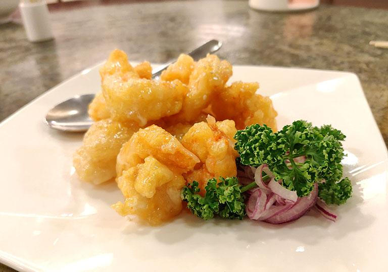 台北 欣葉台菜創始店の揚げエビのパイナップルマヨ和え