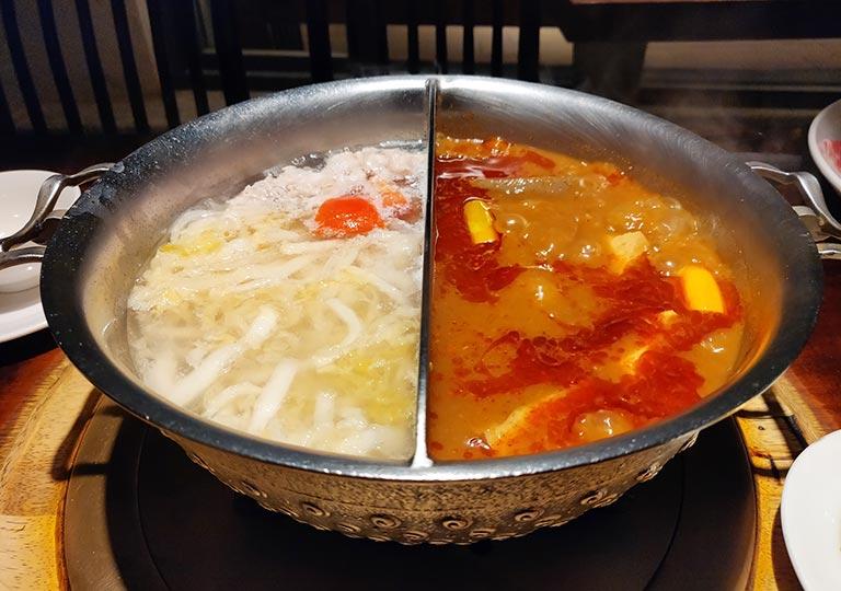 台北 鼎王麻辣鍋の火鍋 おしどり鍋