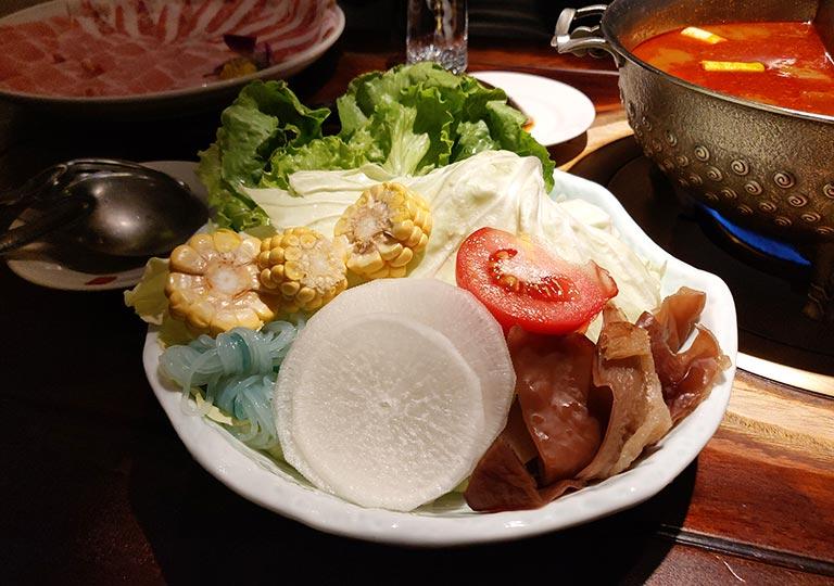 台北 鼎王麻辣鍋の野菜の盛り合わせ
