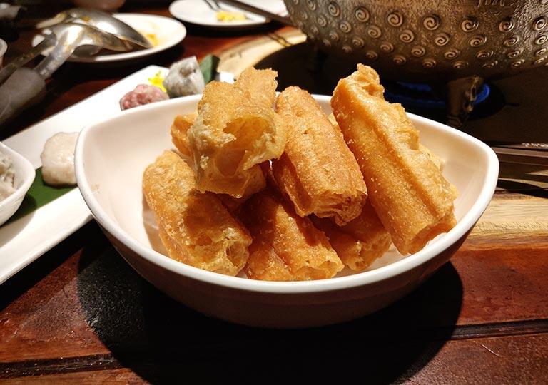 台北 鼎王麻辣鍋の老油條(中華揚げパン)