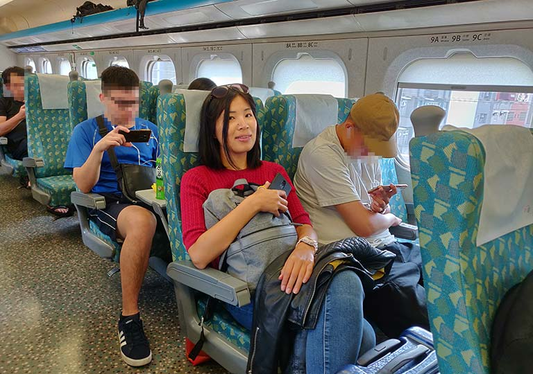 台湾新幹線 電車の車内 ニコレナ
