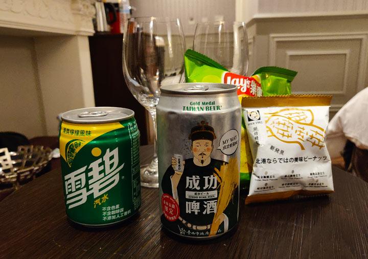 ゴールデンチューリップRSブティックホテル台南 客室のビールとスナック