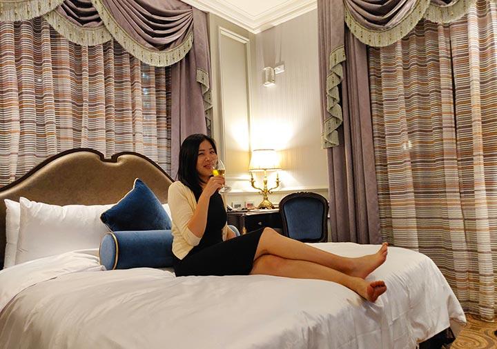 ゴールデンチューリップRSブティックホテル台南 客室で寛ぐエナの画像