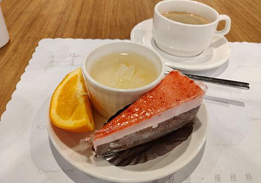 カインドネスホテル台南チーカンタワー 夜食のケーキ