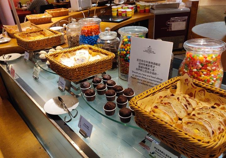 シャングリラ・ファーイースタンプラザホテル台南 朝食のパン