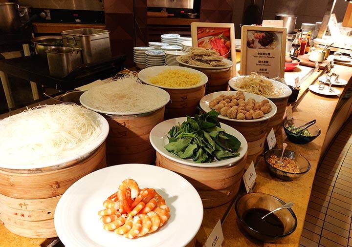 シャングリラ・ファーイースタンプラザホテル台南 朝食の麺類
