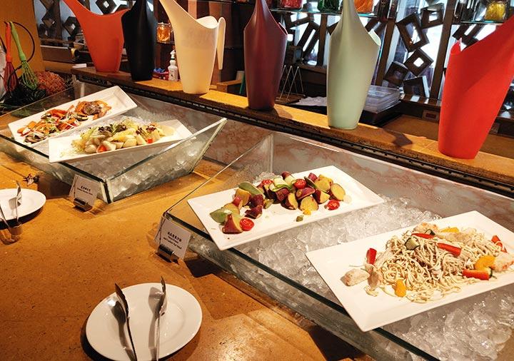 シャングリラ・ファーイースタンプラザホテル台南 朝食のサラダ
