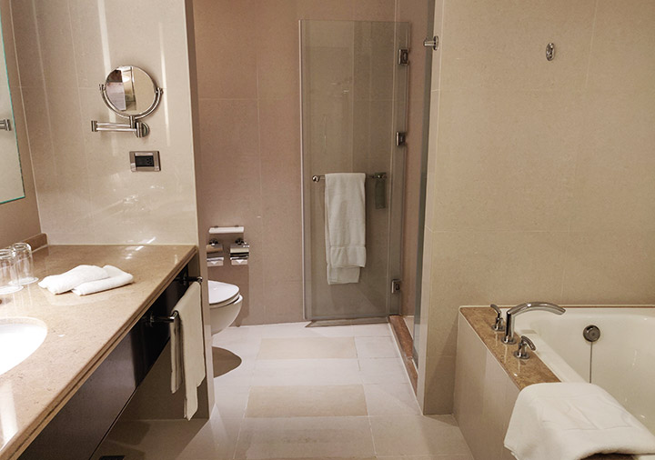 シャングリラ・ファーイースタンプラザホテル台南 客室のバスルーム