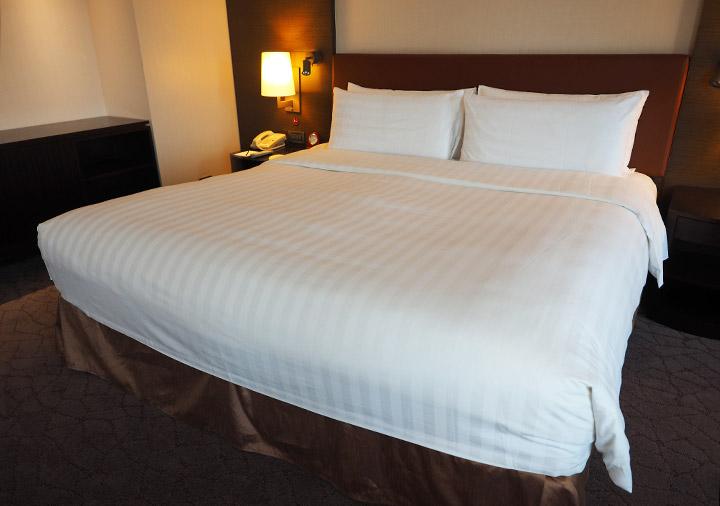 シャングリラ・ファーイースタンプラザホテル台南 客室のベッド