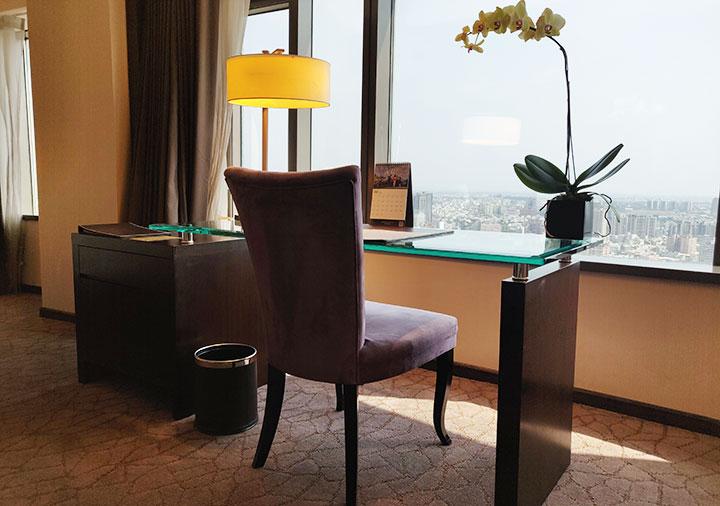 シャングリラ・ファーイースタンプラザホテル台南 客室のワークデスク