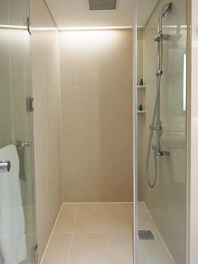 シャングリラ・ファーイースタンプラザホテル台南 客室のシャワー
