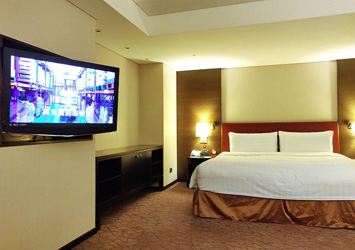 シャングリラ・ファーイースタンプラザホテル台南 客室のテレビ