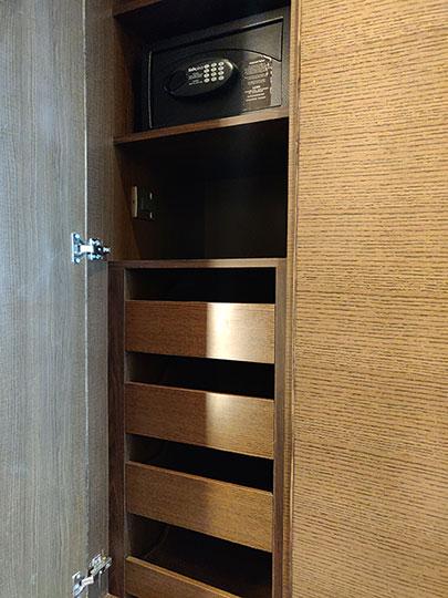 シャングリラ・ファーイースタンプラザホテル台南 客室のワードローブ