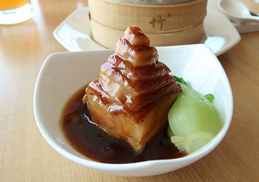 シャングリラ・ファーイースタンプラザホテル台南 上海パビリオンの豚の角煮