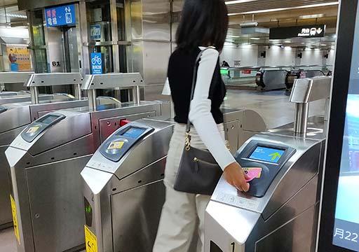 台北のMRTの改札 悠遊カードの使い方