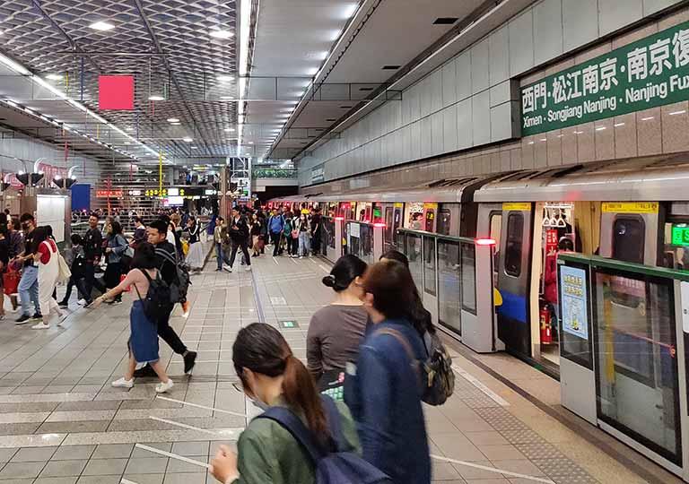 台北MRT 駅の乗り場