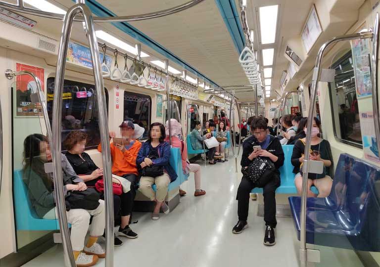 台北MRT 電車内