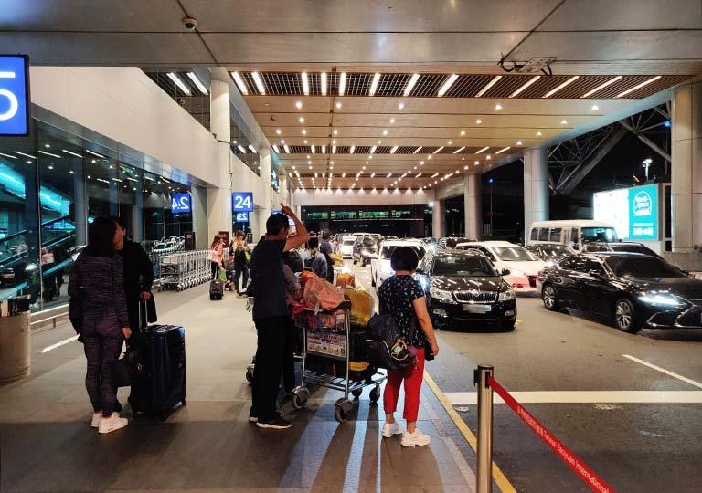台北の桃園空港 空港到着の駐車場