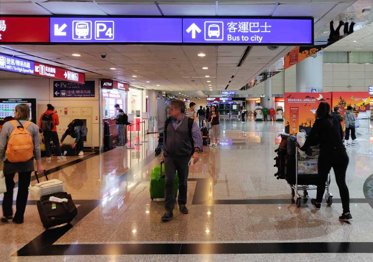 台北の桃園空港 バス乗り場の案内標識