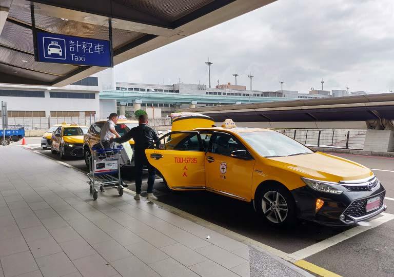 台北の桃園空港 タクシー乗り場