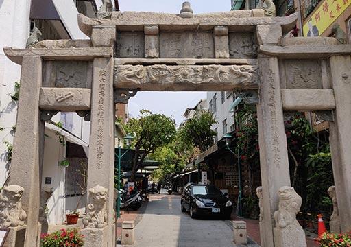 台南 孔廟商圏の門