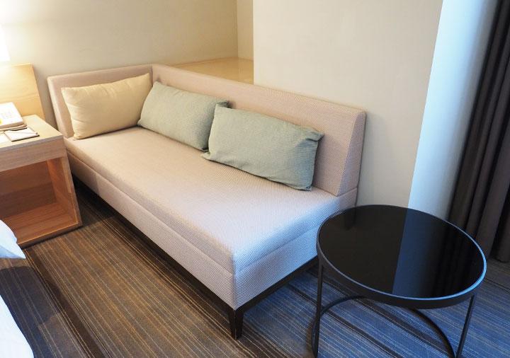ホテルコッツィ高雄中山館 客室のソファー