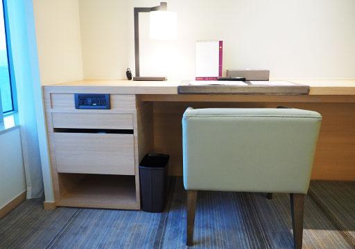 ホテルコッツィ高雄中山館 客室のデスク