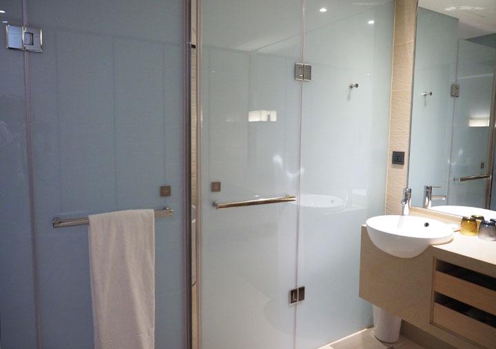 ホテルコッツィ高雄中山館 客室のトイレとシャワー