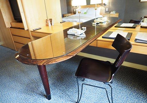 アンバサダーホテル高雄 客室のデスク