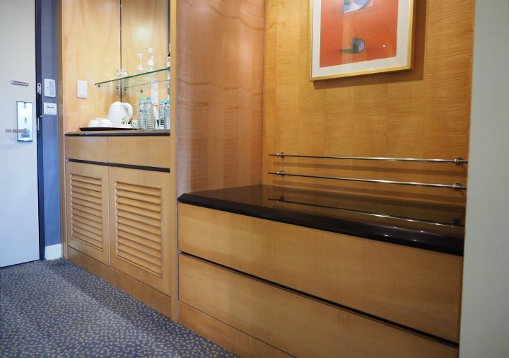 アンバサダーホテル高雄 客室のスーツケースラック