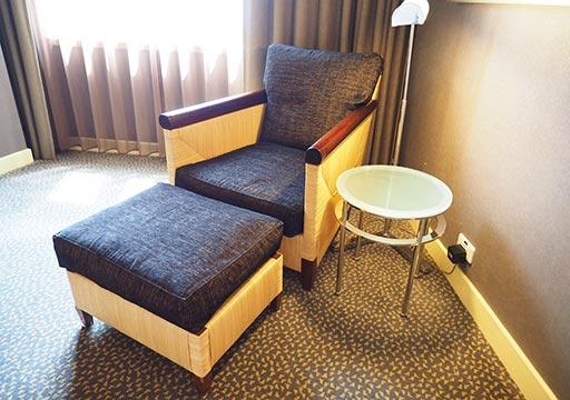 アンバサダーホテル高雄 客室のソファ