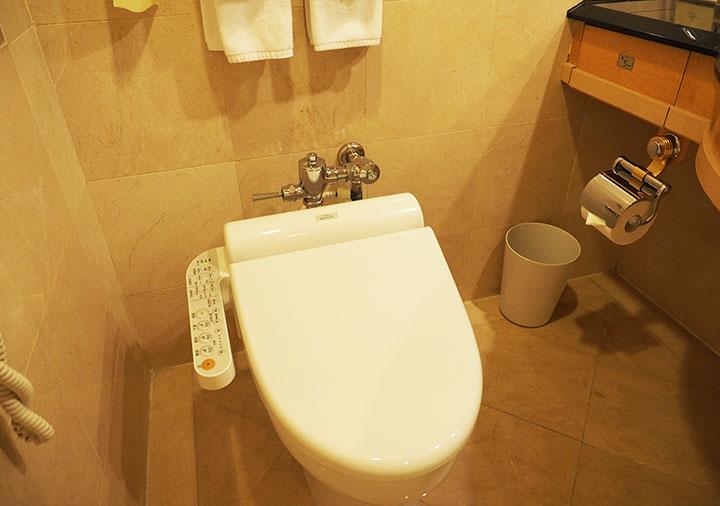 アンバサダーホテル高雄 客室のトイレ