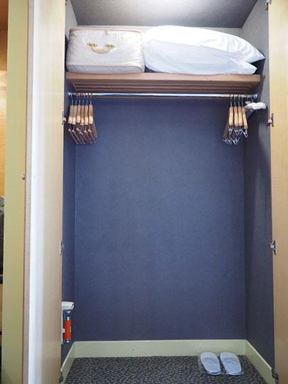 アンバサダーホテル高雄 客室のワードローブ