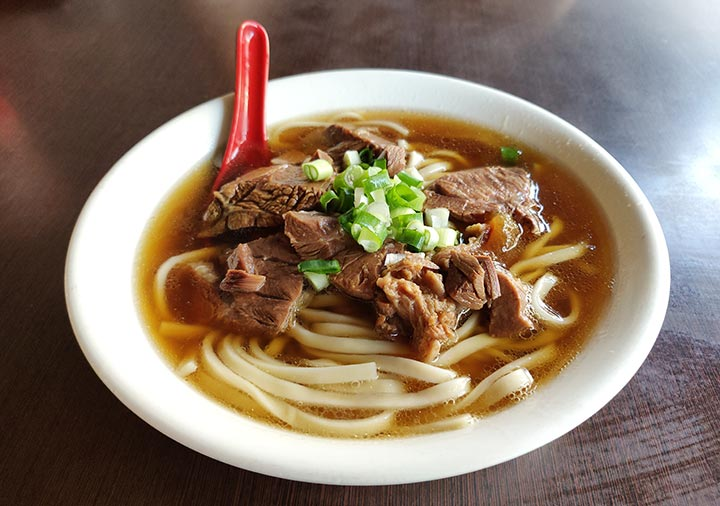 高雄のグルメ 港園牛肉麺の牛肉麺