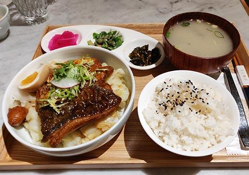 高雄のグルメ 永心鳳茶の魚定食