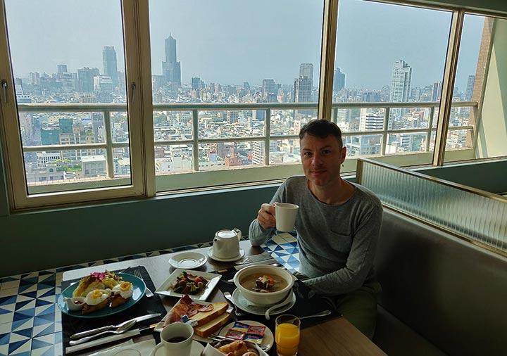 高雄 ハワードプラザホテル高雄 Smile Oneの朝食とニコラ