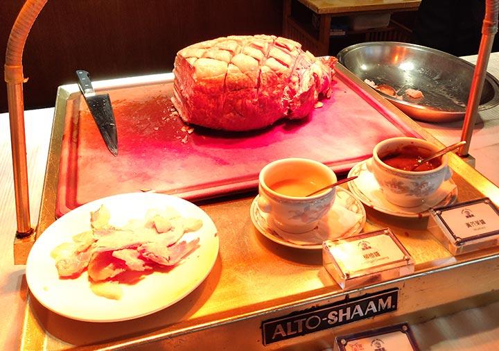 高雄 ハワードプラザホテル高雄 麒麟廳の朝食ビュッフェのローストポーク