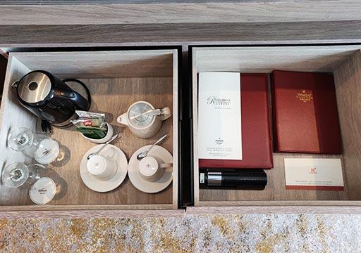高雄 ハワードプラザホテル高雄 客室のお茶・コーヒーセット