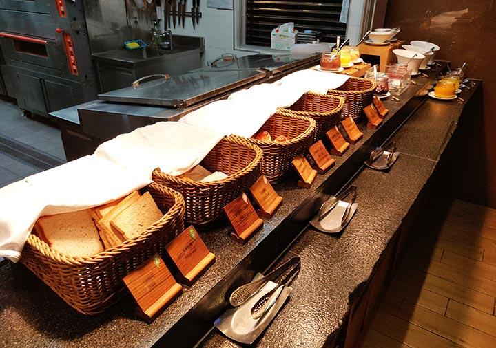 ジャストスリープ高雄駅前館 朝食のパン