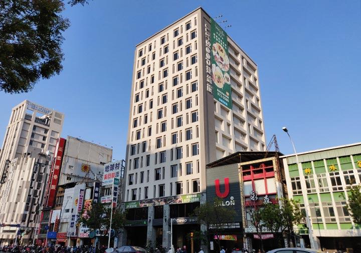 ジャストスリープ高雄駅前館 建物