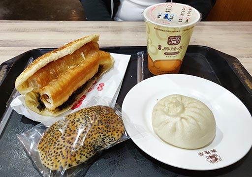 高雄のグルメ 老店興隆居傳統早點美食の朝ごはんと豆乳