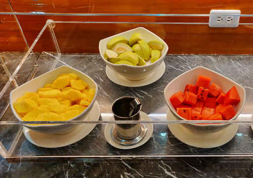 高雄 カインドネスホテル高雄メインステーション 朝食ビュッフェのフルーツ