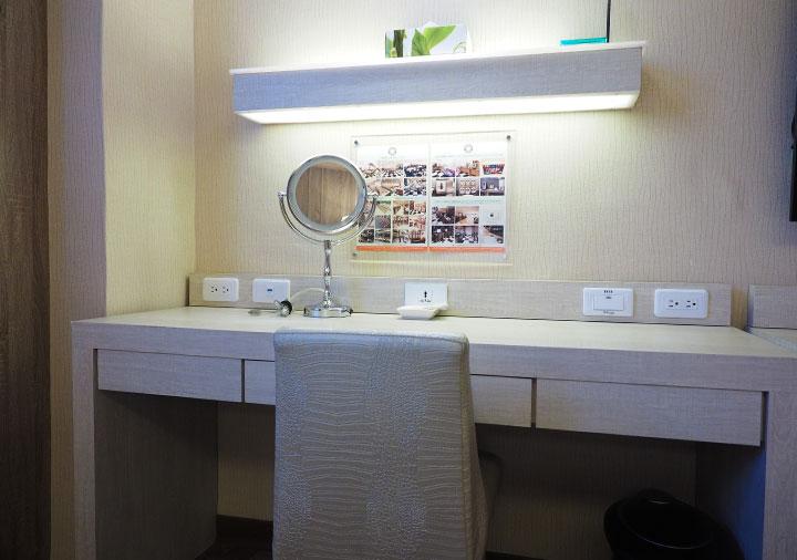 高雄 カインドネスホテル高雄メインステーションの客室のデスク
