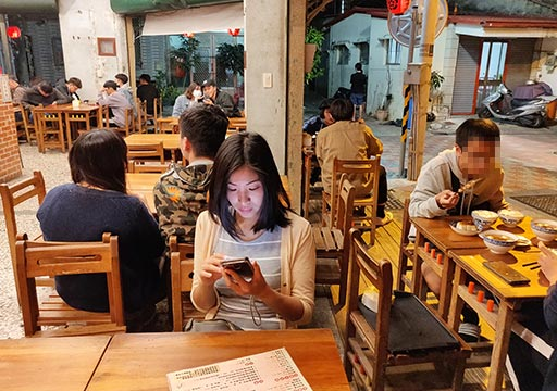 台南のグルメ 鼎富發豬油拌飯の店内