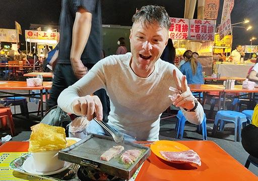 台南の花園夜市 焼肉とニコレナ