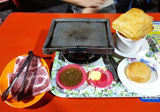 台南の花園夜市 焼肉セット